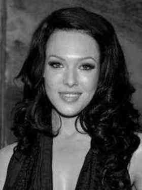 Erin Cummings (July 19, 1977) American actress, o.a. known from the series 'Spartacus'.