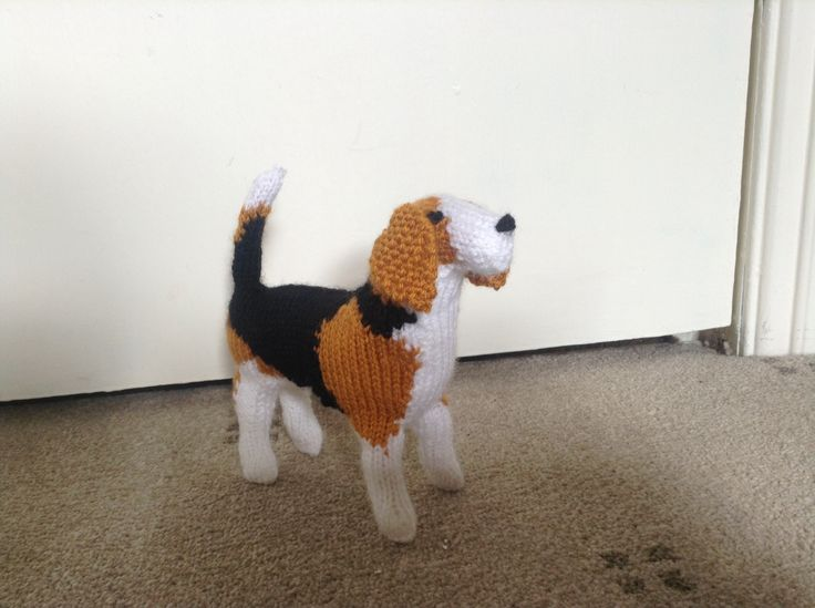 Knitted beagle from Knit Your Own Dog