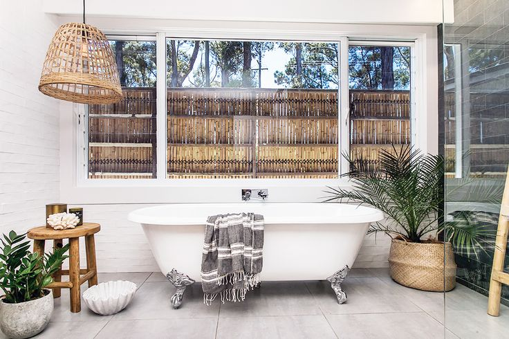 Step inside one very cool bohemian beach home in Australia. (That also happens to be a rental and an event venue!) - Bathroom