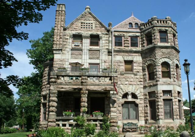 House style guide to the american home romanesque for Architectural home styles guide