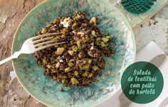 Receita: Dedo de Moça | Foto: Carol Milano Rendimento: 6 porções Ingredientes: 2 xícaras (chá) de lentilha verde 1 colher (sopa) de azeite extra virgem 1 u