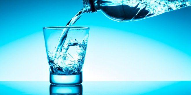 Acqua minerale: ne consumiamo 192 litri a testa ogni anno. Quanto costa e quali sono le conseguenze per l'ambiente. La realtà dei distributori comunali