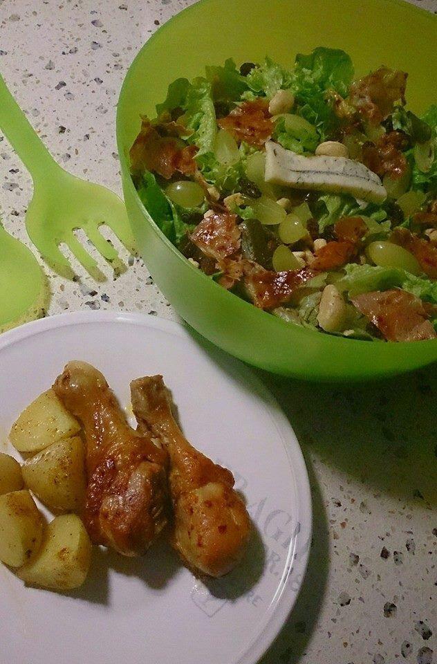 Herfstsalade met pittige kip en cajunaardappelen