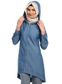 Jeanshoodie muslimah style. Tunikan har dessutom en söt dekorationssöm längs efter ryggen. Perfekt för casual days.