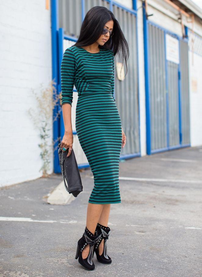 Платья в полоску: черные, белые, синие, трикотажные и вязаные, для полных, с чем носить