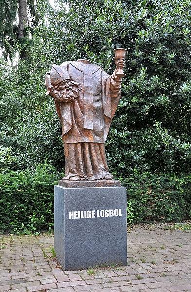 Heilige losbol - (Heilige Dionisius), Ridderplein Gemert/The Netherlands. Patroon van Gemert kermis sinds 1683. Gemaakt door Ton Mooy.