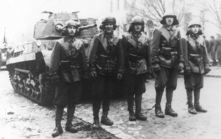 The crew of a Hungarian medium tank 40M Turan