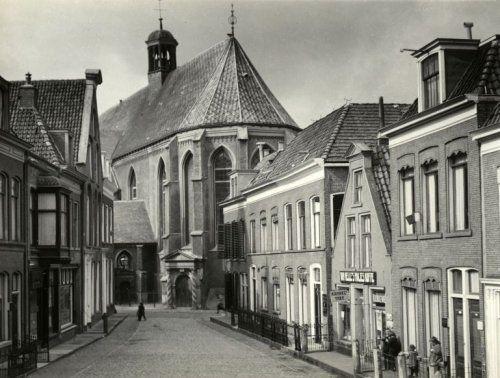 Leeuwarden - Bij de Put, met op de achtergrond de Grote / Jacobijner Kerk
