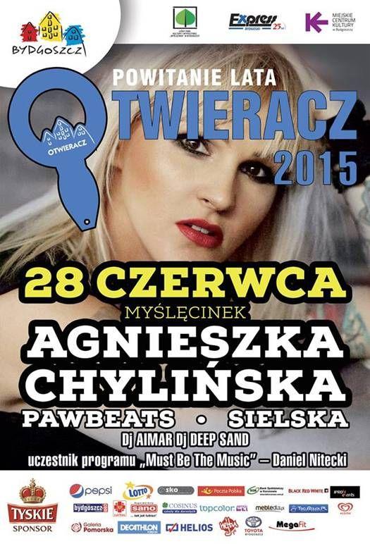 Agnieszka Chylińska, bo o Niej mowa od momentu swojego debiutu, który miał miejsce 20 lat temu po dziś dzień fascynuje