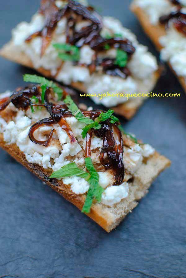 Montaditos con Mermelada de Cebolla y Queso de Cabra, son una receta fácil para hacer como aperitivos para fiestas o reuniones familiares.