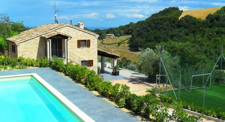 Vakantievilla met zwembad in Le Marche, Italië, Villa Paradiso, Montefiore dell'Aso, zwembad met uitzicht