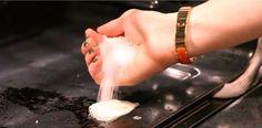 Vieze vlekken in de oven? Geen nood, dit is de truc om de oven met gemak weer…