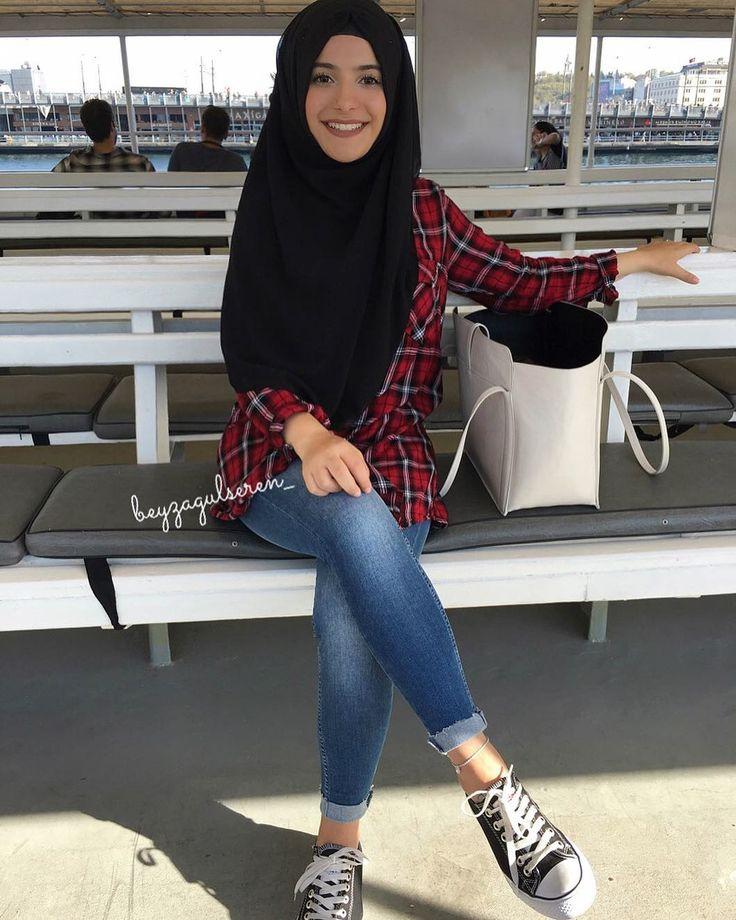 """2,152 Beğenme, 19 Yorum - Instagram'da @beyzagulseren_: """"Yeni fotoraf cekme yerim - VAPUR   Danke für die süßen Nachrichten ich liebe euch ❤️"""" türk turkish hijab başörtülü başörtüsü türban kadın giyim modelleri"""