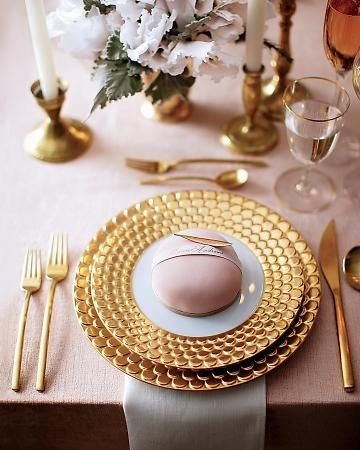 blush and gold place setting / photographed by Johnny Miller & 220 best Place Settings images on Pinterest | Place settings ...