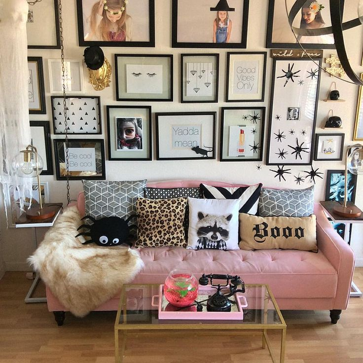 How To Decorate A Living Room For Halloween: 25+ Best Ideas About Pink Sofa On Pinterest