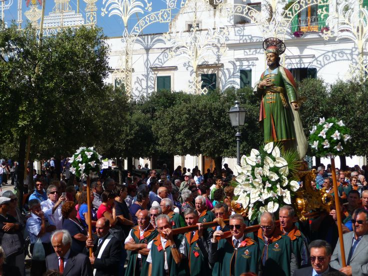 """La processione dei """"forestieri"""" del 27 settembre, san Damiano in piazza del Popolo ad Alberobello"""