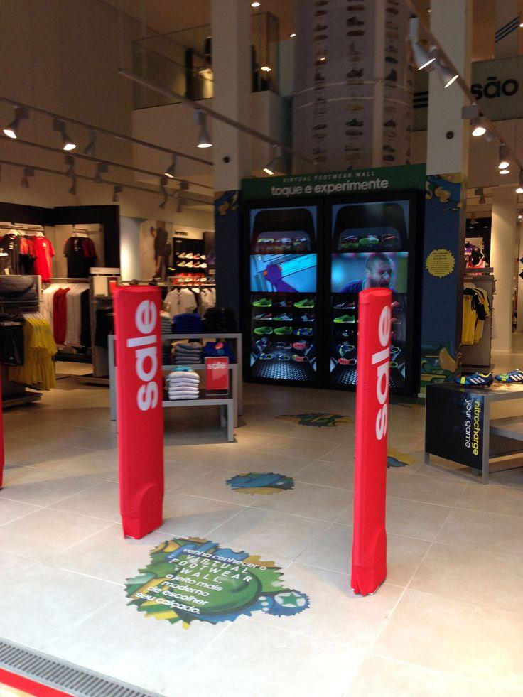 Vitrine da Adidas na loja da Rua Oscar Freire.