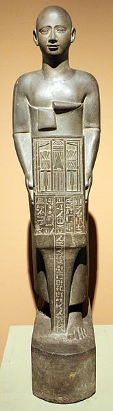 File:Epoca tarda, XXVII dinastia, statua di henat, sacerdote della dea neith a sais, 525-359 ac ca.JPG