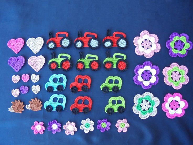 Várias peças feitas em croché.