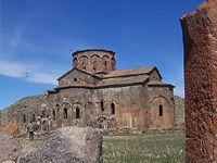 Талинский собор — армянский собор в городе Талин, Арагацотнского района Армении. Основан в VII веке. Является одним из наиболее крупных в стране...