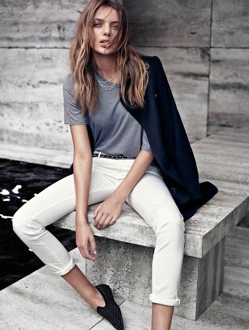 Minimal + Classic: perfect grey t-shirt with white jeans and black blazer