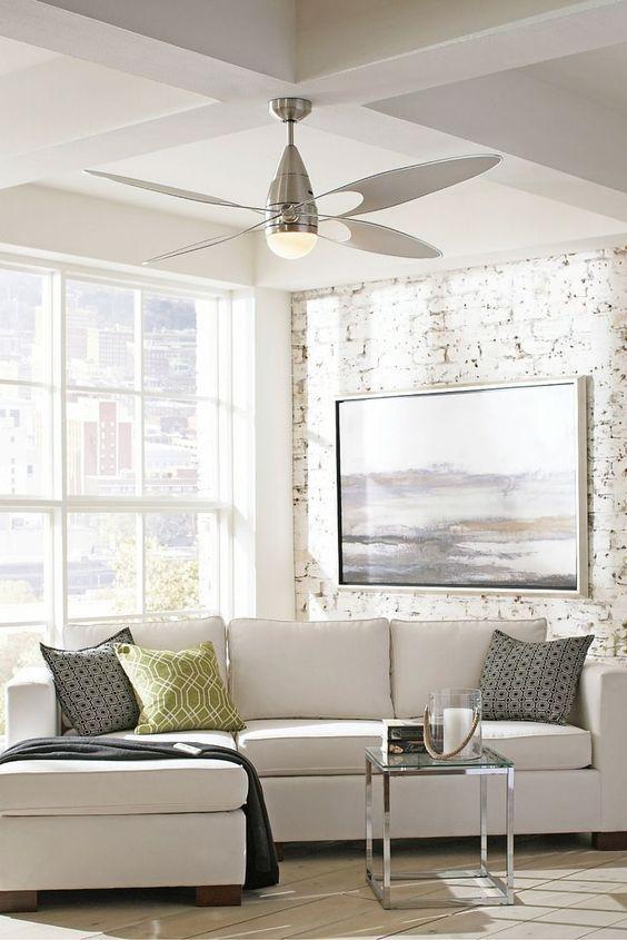 Le ventilateur de plafond, votre allié des jours de chaleur. Comment choisir votre ventilateur? Les ventilateurs décorent avantageusement plusieurs pièces de la maison.  Il procure confort en offrant une brise douce et rafraîchissante.  On le retrouve souvent dans la chambre à coucher, le salon, la salle à manger, le séjour et la véranda.  Découvrez quel ventilateur vous convient le mieux
