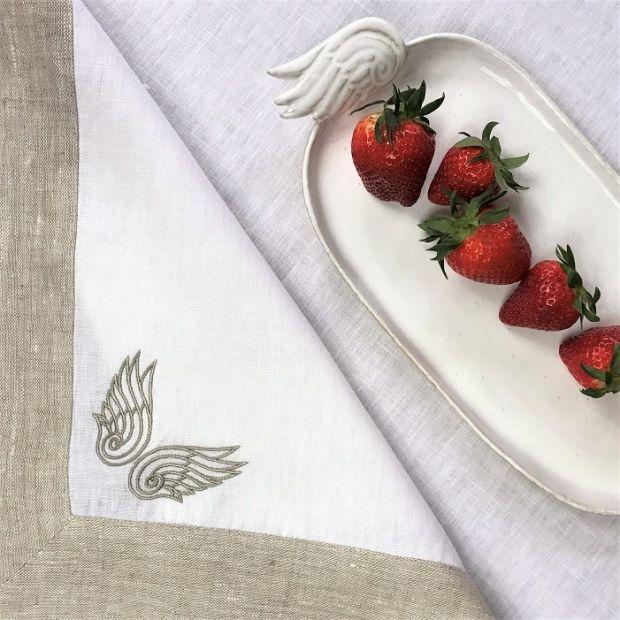 Lniany bieżnik z listwą i haftem, biały/oatmeal 90x90cm - Mood Moments