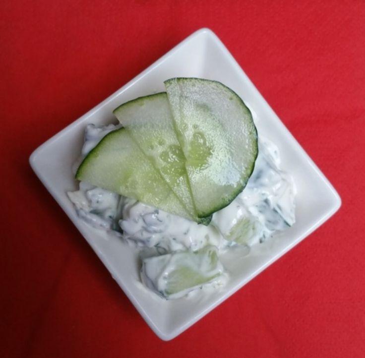 Frisse komkommersalade met kwark en knoflook   Groentje Gezond