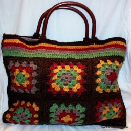Oh my goodness I need to learn how to make Granny Squares!    Autumnal Granny-Square Bag