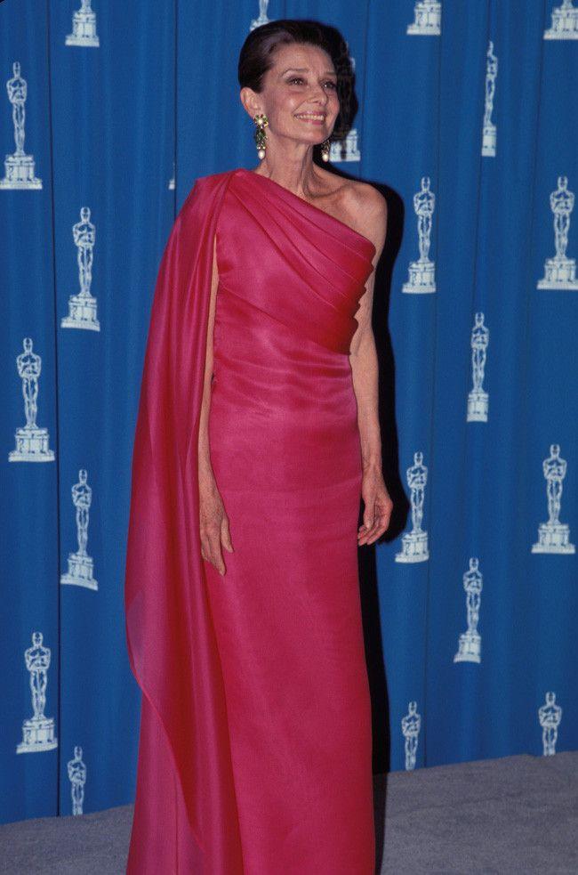 Audrey Hepburn vestido asimétrico