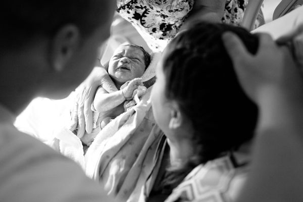 Documenting a Birth Story from Beginning to End (Photography Tips)