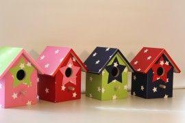 Vogelhuisjes voor de kinderkamer, ook mogelijk met lampje en of muziekdoosje ster in roze lime rood en marine blauw Birdhouse for nursery with music box or lamp