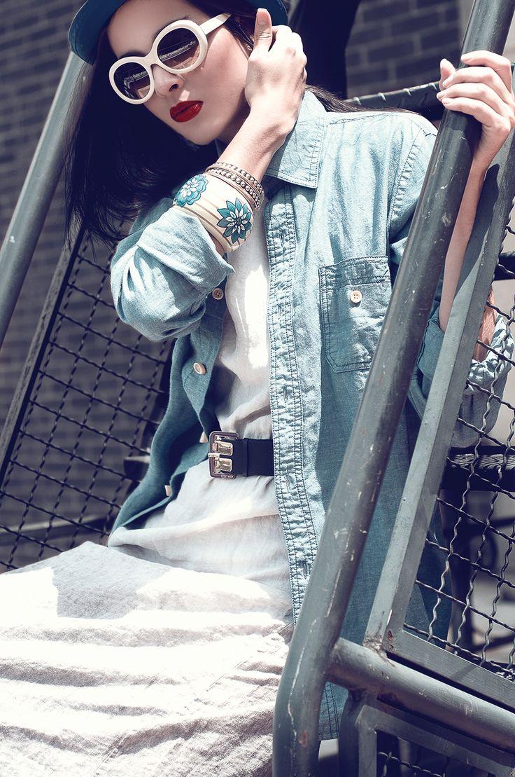 Muy chic, estilo retro con gafas y vestido de @Touché Collection Accesorios de #Emilia Cinturón de @NORALOZZA FirstClass y camisa de @Color Siete #RevistaLaQuinta edición septiembre.  http://issuu.com/virtualquinta/docs/la_quinta_25_2