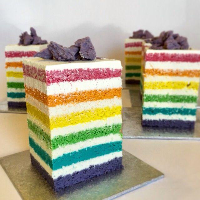 Rainbow mini cake..!  #paolaazzolina #tortedautore #rainbowcake