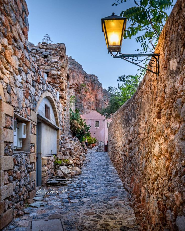 Streets in Monemvasia lakonias !!!! . #kings_villages #streetart_addiction #roundphot0 #tv_greece #besteuropephotos#wonderful_places #travelchannel#travelawesome #stunning_greece #fantastic_earth #best_worldplaces#natgeotravel #natgeolandscape #streets_and_transports #vip_world_photo #awesome_phototrip #the_daily_traveller #world_besthdr #discoverglobe#top_world_photo_ #map_of_europe#europe_vacations #hdr_turk #travel_drops #wu_greece#greecelover_gr #athensvoice #houses_phototrip ...