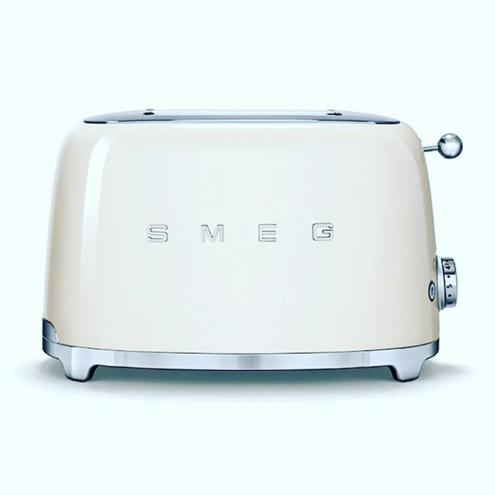 Tostapane Smeg - 125 http://ift.tt/2oRh0cP #smeg #smeg50style #50style #vintage #kitchen #design #designlovers