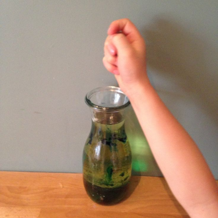 How to make your very own lava lamp with just 4 household ingredients. www.thewobblyjelly.wordpress.com