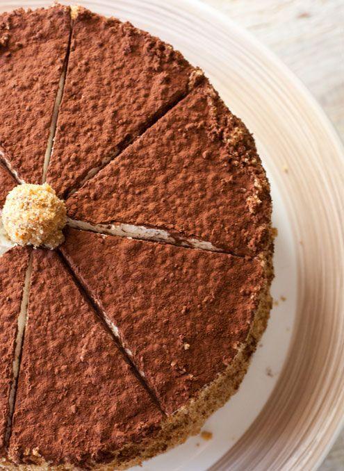 Torta di noci e nocciole con crema al caffè e mascarpone