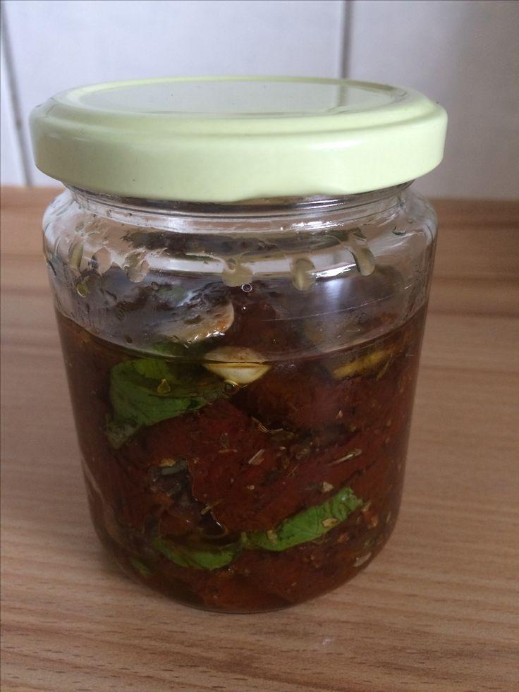 #eingelegte Tomaten #Basilikum #Knoblauch #Olivenöl #Antipasti #food #Snacks