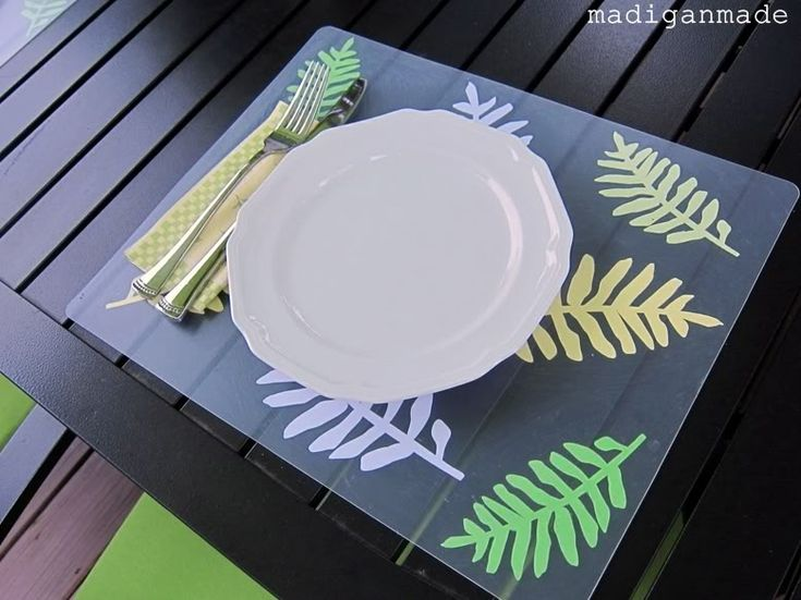 Check out these cool DIY Place Mats made from Plastic Chopping Mats