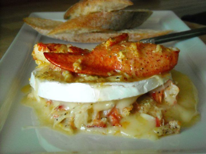 Fromage Camembert farci au homard infusé au beurre de cardamome et à l'orange  http://tastevino.weebly.com/fromage_camembert_homard.html