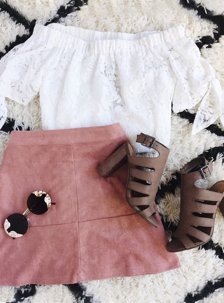 With tantalizing texture and a cute-as-can-be silhouette, the Shenandoah Mauve Suede Mini Skirt is quite the steal! Soft microfiber suede begins at a high banded waist before gently flaring into an A-line mini skirt. #lovelulus