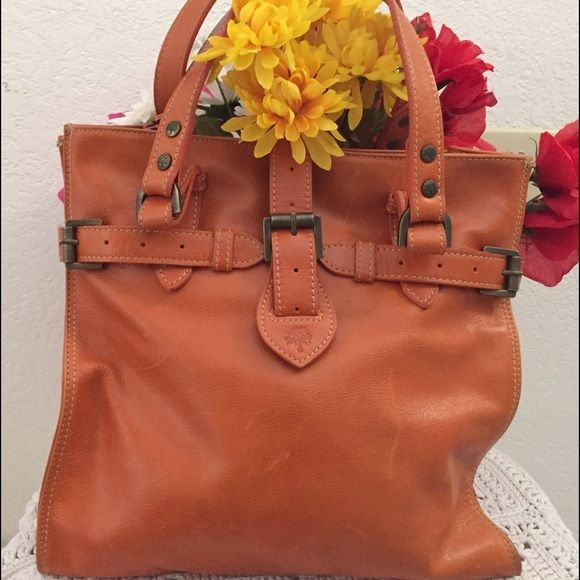 """Beautiful Mulberry Bag ✨⚜Beautiful leather Mulberry bag normal wear for a leather bag pin marks inside (posted pics) measures 14"""" x12 1/2""""⚜✨ Mulberry Bags Shoulder Bags"""