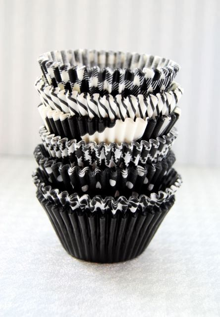 Color Negro y Blanco - Black & White!!! Assorted Black Cupcake Liner Pack by CupcakeSocial on Etsy