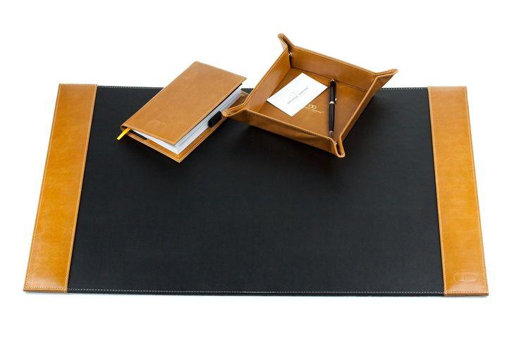 Hochwertige Schreibunterlage mit 2 Seitenleisten mit Schreibfläche aus PU und Seitenleisten aus echtem Leder, mit rutschfester Rückseite aus schwarzem Vlies. (Lieferung ohne das Zubehör und ohne Schreibgeräte) H A N D M A D E   I N   G E R M A N Y