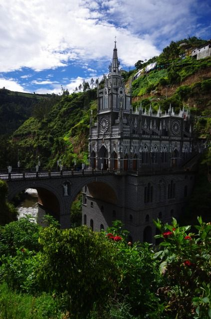 コロンビア ラスラハス教会の建立は中世の伝説に端を発します。