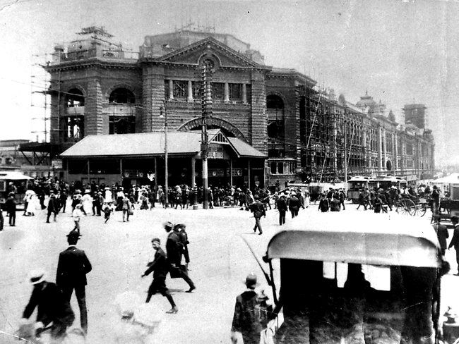 Flinders Street Station, Melbourne, under construction c. 1905