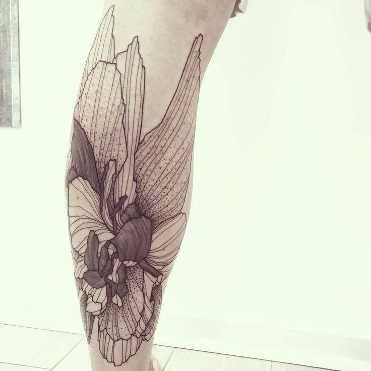 Wild Flower!   Done @les_fleurs_du_mal_tattoo - Paris    #wildstyleflower #wildflower #flowerstattoo  #fleur #tatouagedefleur #tatoueur #tattooer #tattooer #tattooartist #tattooart #tattoodesign #artistetatoueur #inkedbyguet #design #dotwork #dotworker #dotworktattoo #designtattoo #guet #graphism #graphictattoo #blackwork #blacktattoo #blackworker #blacktattooart #sorrymummytattoo #lesfleursdumaltattoo #tattrx #tttism