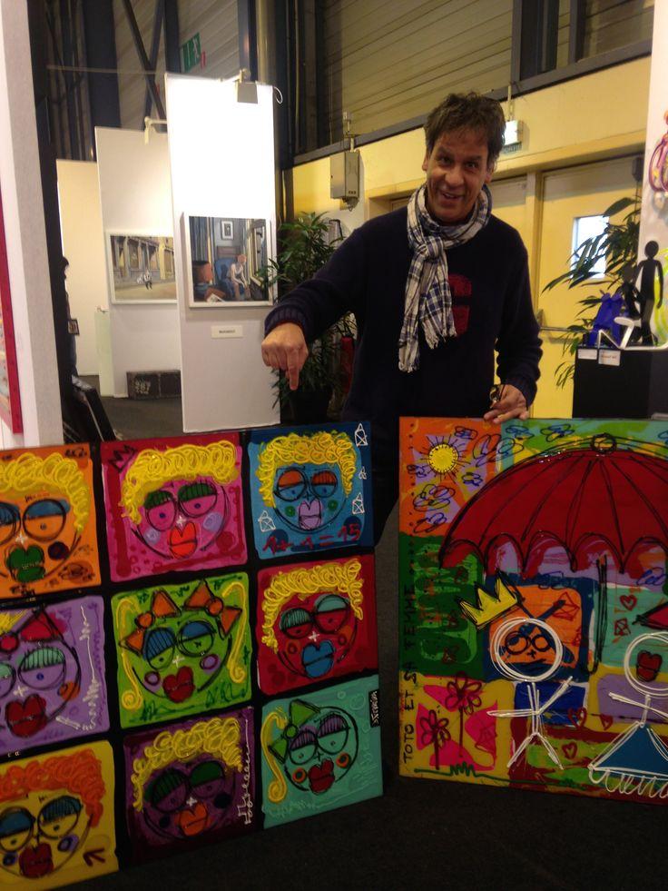 Un nouveau collectionneur comblé entre deux toiles de notre artiste #DavidFerreira au ST-ART de #Strasbourg