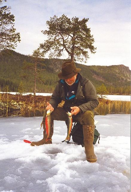 Norway : Isfiske - Valsjøen i Rendalen  ice fishing
